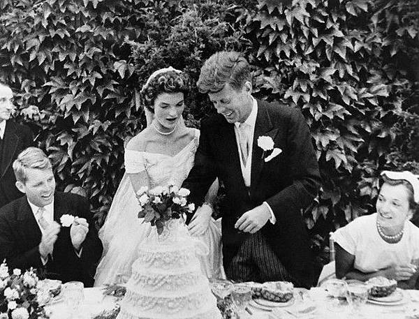 Jackie-Kennedy-and-John-F_-Kennedy-wedding.jpg
