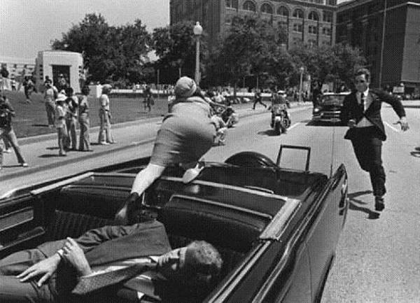 jackie-kennedy-leaping-from-car.jpg