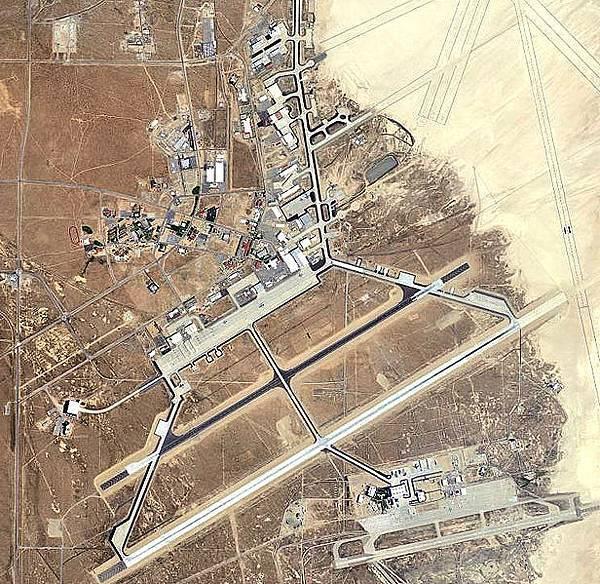 Edwards_Air_Force_Base_-_Main_-_2006.jpg