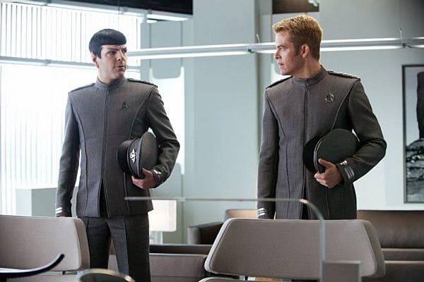 Kirk_Spock_Dress_Uniforms-660x439.jpg