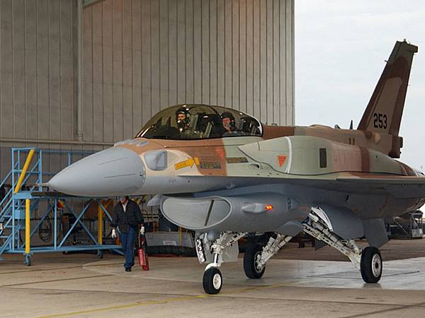 AIR_F-16I_Hangar_lg.jpg