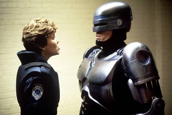 Robocop-robocop-31038781-1200-804.jpg