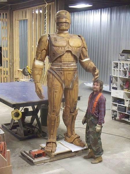 robocop-statue.jpg