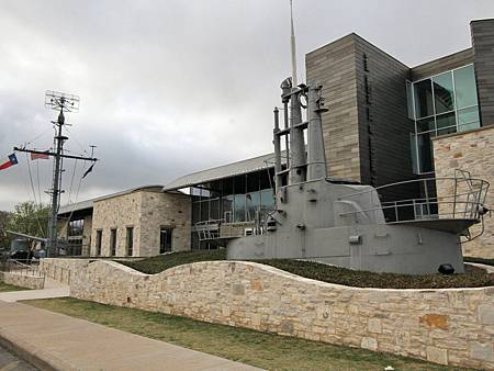 front-of-pacific-war-museum.jpg