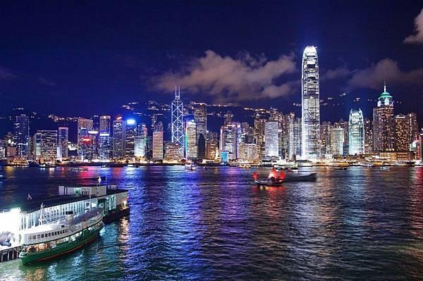 5.WeChat新聞照-香港全城夏季大減價正火熱上演,折扣低至三折,關注「香港逗陣行」,輕鬆贏機票,隨時出發遊香港。1.jpg