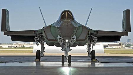 F-35C-with-wings-up1.jpg