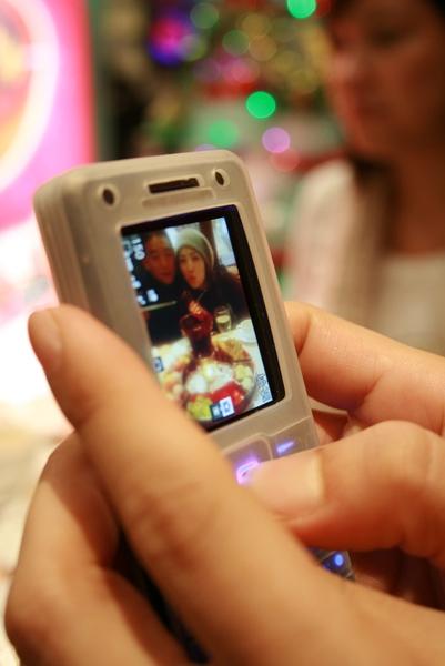 手機拍照我照手機