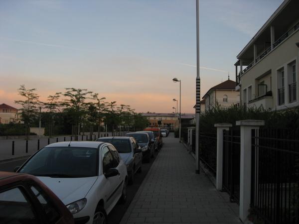 終於回到家了~很漂亮的黃昏,都九點十點了