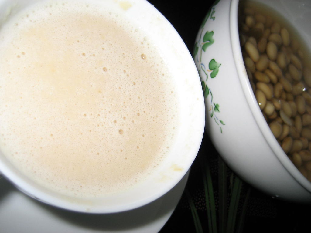【飲食篇- 手工豆漿】:豆豆磨來磨去...豆豆磨來磨去...磨來磨去  香豆奶...這應該就是MUJO超愛豆漿ㄉ原因吧!! ~~(上班族拿手菜簡易食譜)