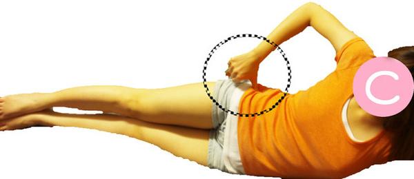 側躺,以拇指PUSH(利用拇指指腹的地方,深沉的按壓)的方式,