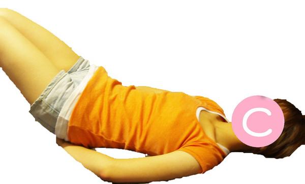 仰躺,豎起兩膝,與步驟一相同。