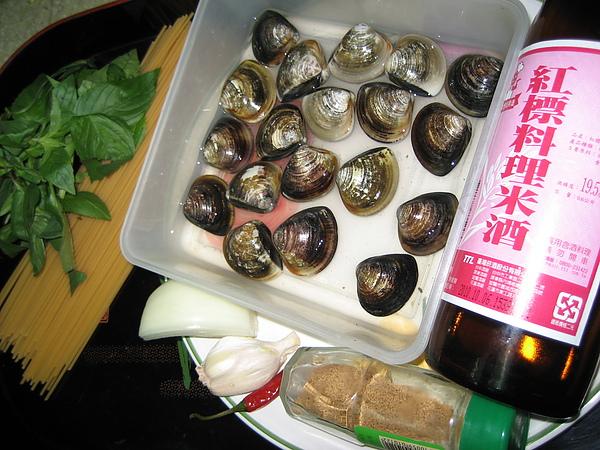 【飲食篇- 蛤蜊義大利麵】:義大利麵如何煮?白酒蛤蜊義大利麵(上班族拿手菜簡易食譜)
