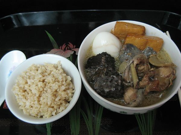 【飲食篇- 燉補食物】:麻油雞-如何煮才能避免煮出燥熱.口乾舌破的麻油雞!!
