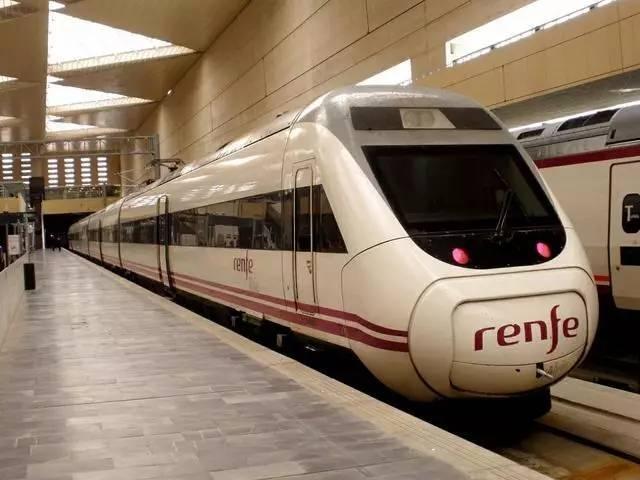西班牙國鐵120型電力動車組.jpg