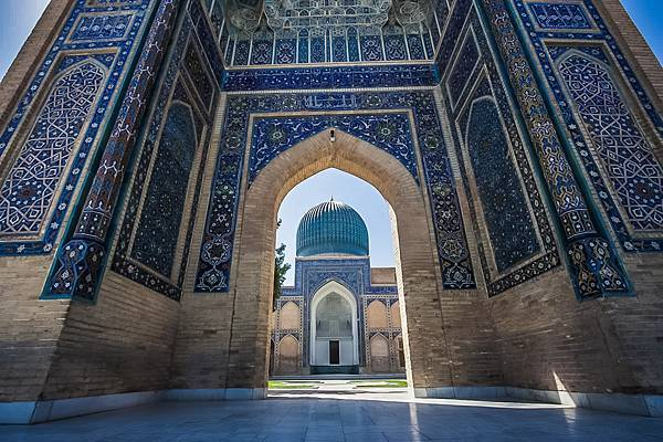 Main-Entrance-Gate-Of-The-Bibi-Khanym-Mosque-In-Samarkand-2.jpg