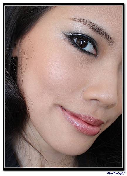 hourglass Ambient Lighting Powder on face.jpg