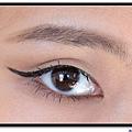 lorde eye makeup.jpg