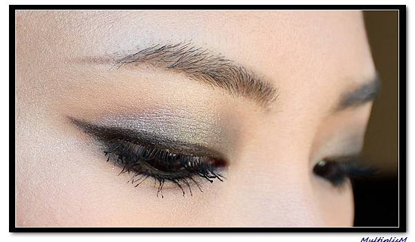GUCCI EYESHADOW QUAD serpentine envy look1-1.jpg