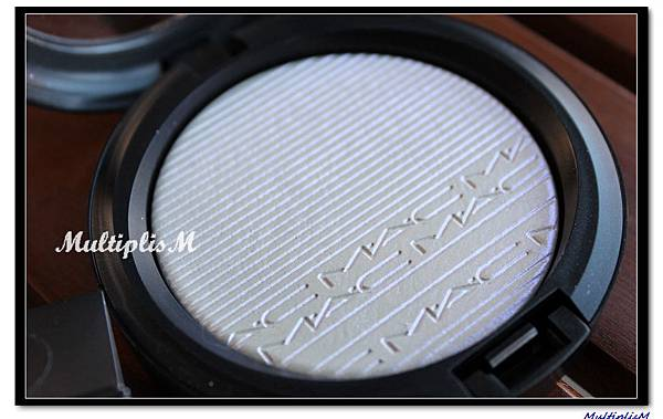 MAC EXTRA DIMENSION SKINFINISH soft frost.jpg