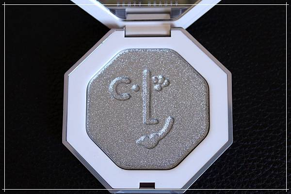 fenty beauty clf highlighter diamond ball out_3.jpg