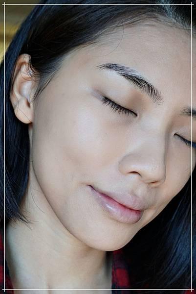 celvoke foundation stick on face2.jpg