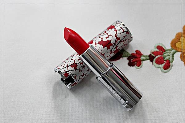 givenchy le rouge 325 luna new year 1.jpg