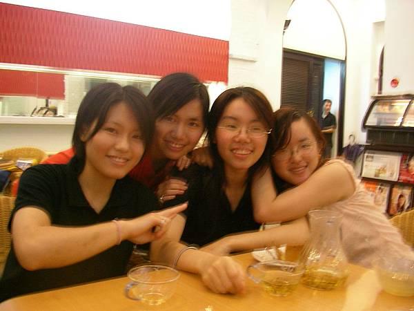 4大好友合照 還是少了芳