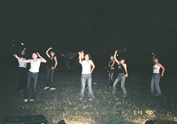 我第一次學跳舞唷~~