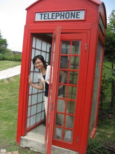 電話亭變裝中