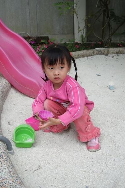 小妤軒玩沙