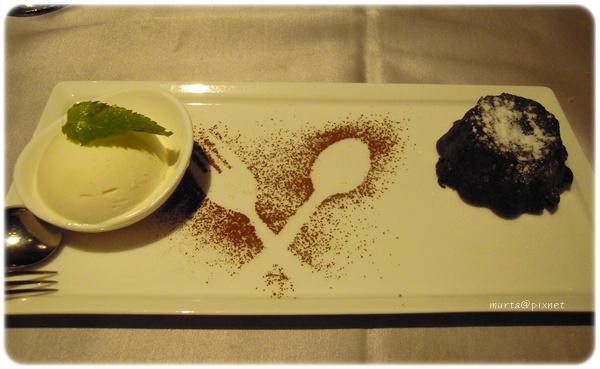 巧克力岩漿冰淇淋.JPG
