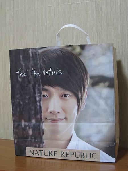 這紙袋回台灣後破了...嗚...