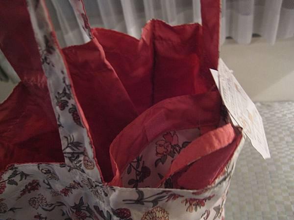 最外層反折就變購物袋裡的小袋.JPG