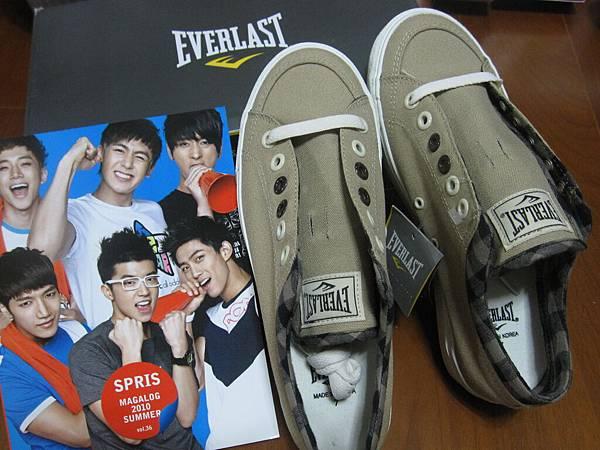 最近來韓國都會買他們家的帆布鞋.JPG