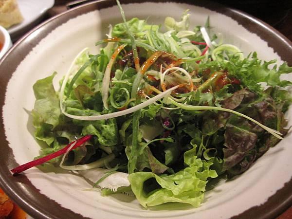 這裡把一般一片的菜變成沙拉.JPG