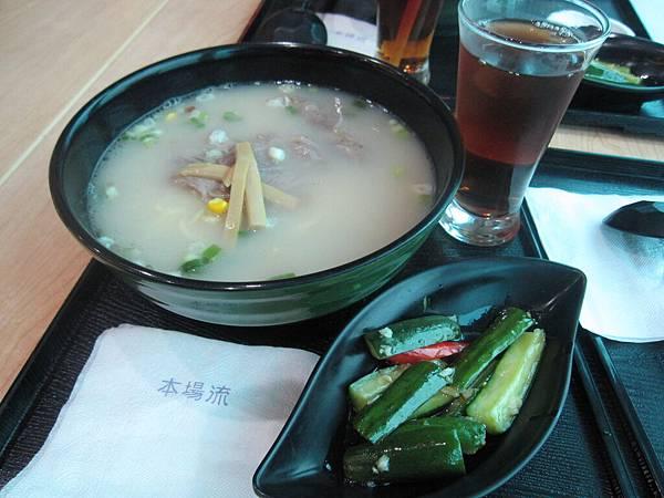 第一次在台灣的機場吃飯
