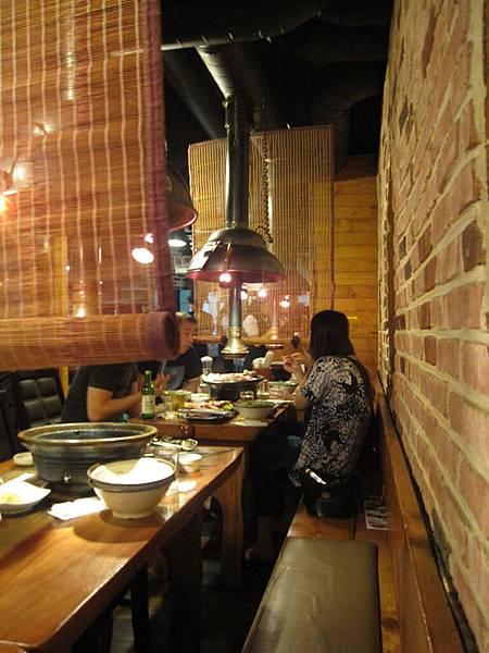 店裡好多日本人 店員也通日文