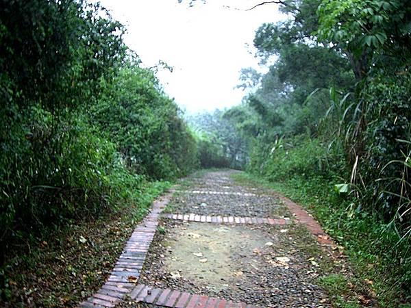 十二寮步道開始-雨天版