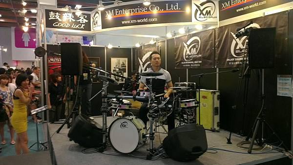 2012台北世貿樂器展-超猛打鼓哥!!
