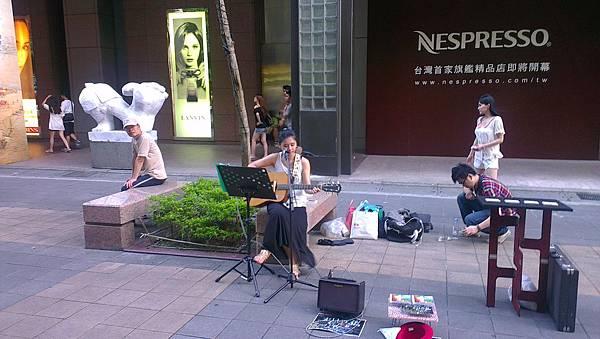 音樂系氣質美女-信義區街頭藝人