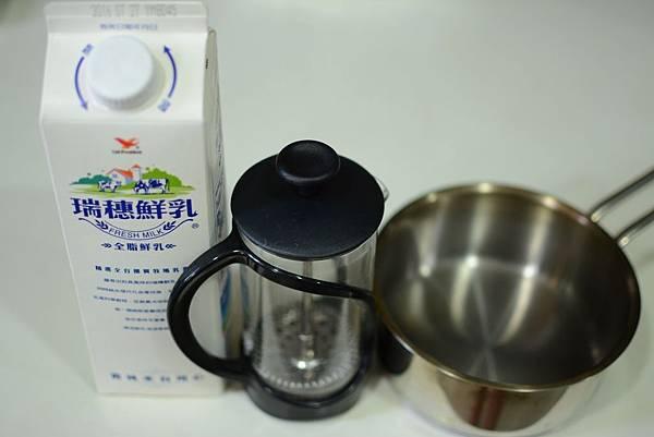 法式濾壓壺製作奶泡1.jpg
