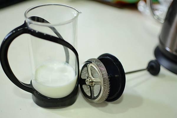 法式濾壓壺製作奶泡3.jpg