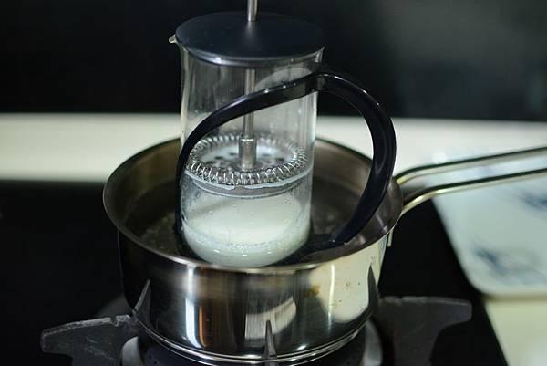 法式濾壓壺製作奶泡6.jpg