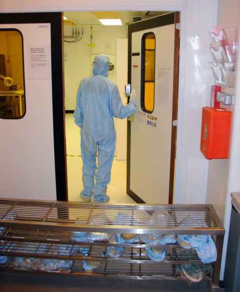 492px-Cleanroom_entrance.jpg