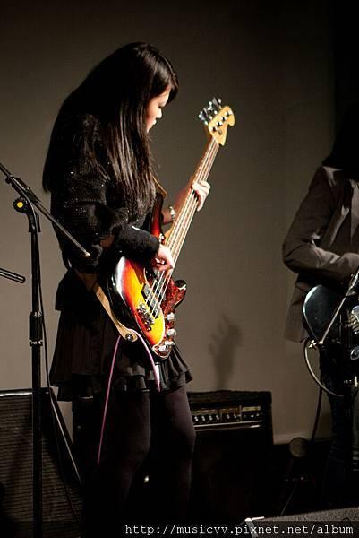 當家bass手!很酷吧!!!
