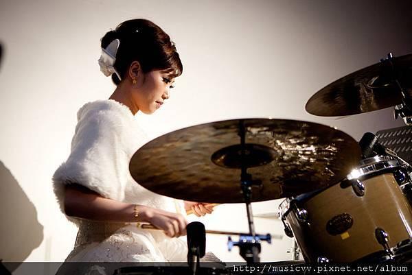 樂團彩排-那時候是穿白紗!還滿搭低!