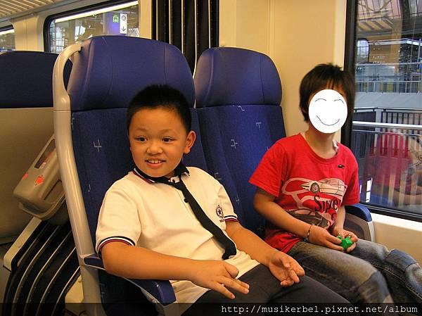 另一台火車內觀