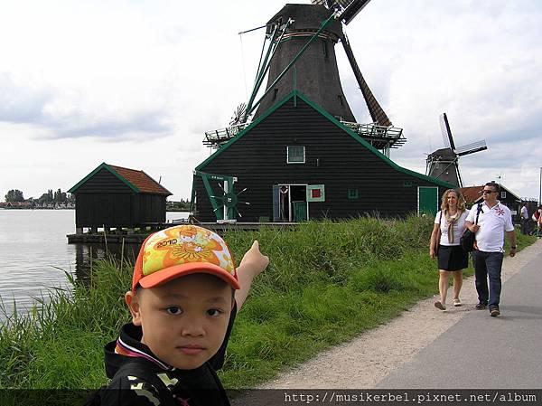 爸比! 那是風車!