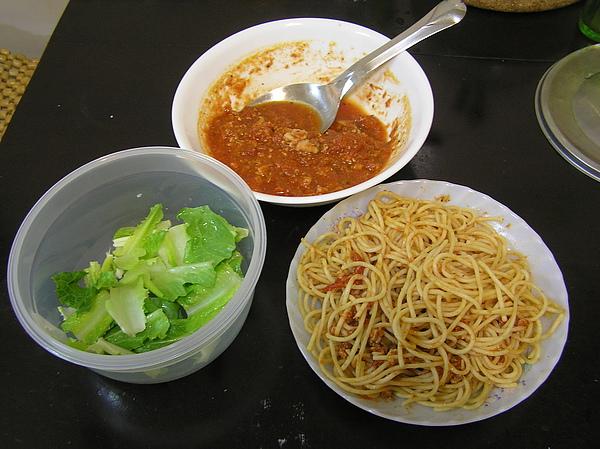 990804晚餐義大利麵和莎拉