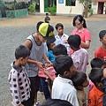 教孩子做毽子-1.JPG